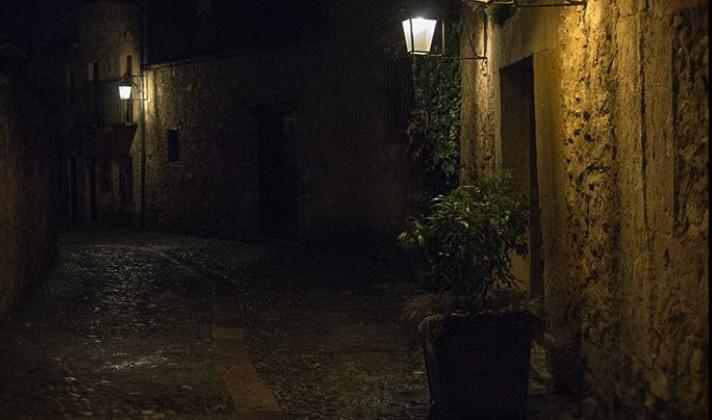 Calle Nocturna - El electrón perdido de Nikola Tesla
