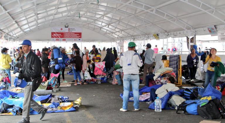 venezolanos sin visa esperan llegar a Ecuador