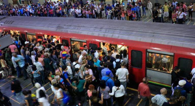 el metro de Caracas en hora pico