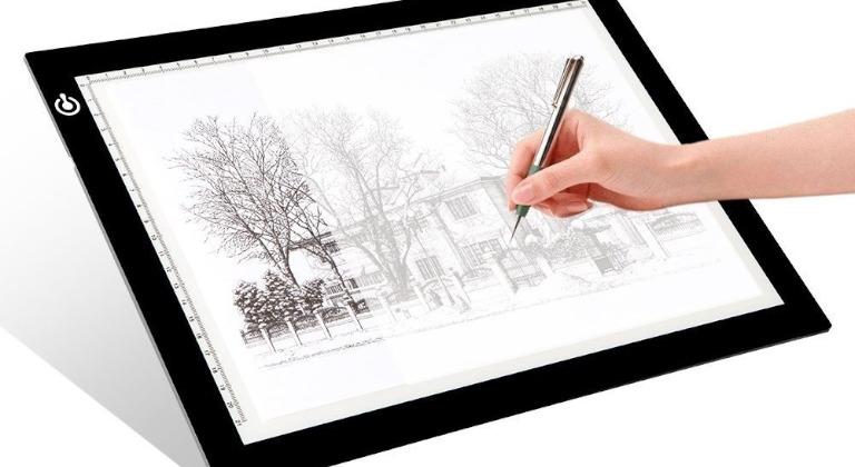 La Huion L4S es una tablet para dibujar retroiluminada que te permite mayor apreciación de los detalles