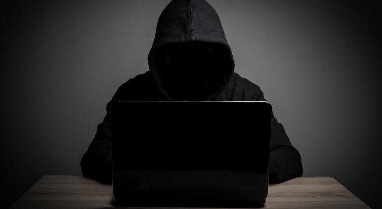 Las aplicaciones mostraban una pantalla de login de Facebook falsa, y enviaban los datos a un servidor web que ahora está inactivo.