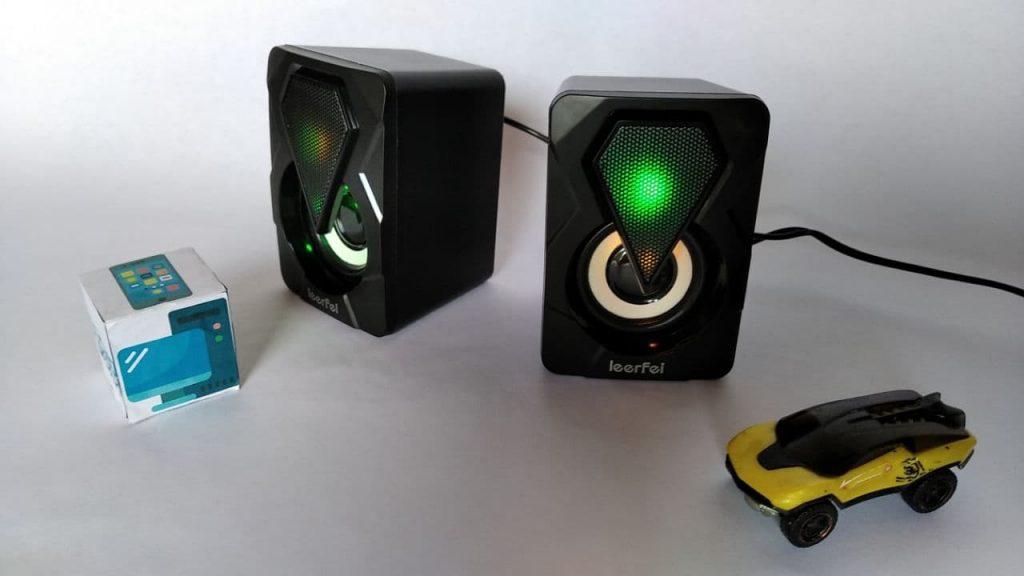Las luces de estos altavoces USB lucen geniales de noche